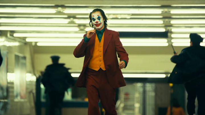 Komiksové filmy nie sú skutočná kinematografia a Joker to vedome mení.