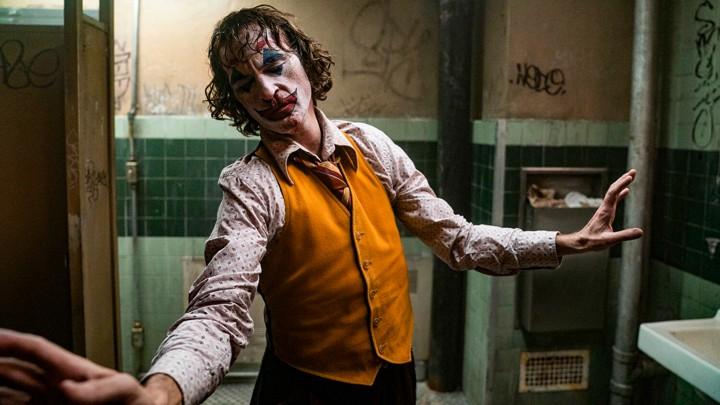 Joker recenzia: Smiech cez slzy a spád do útrob šialenstva
