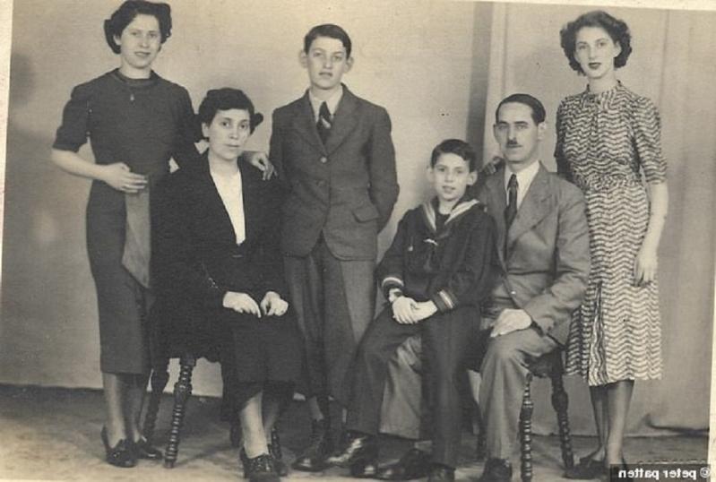 Chlapec, čo nasledoval otca do Osvienčimu recenzia