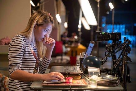 V sieti recenzia: Tiesnivá skúsenosť s detským zneužívaním na internete