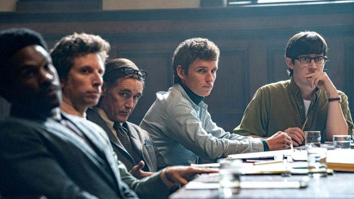 The Trial of the Chicago 7 recenzia: Provokatívna súdna dráma je stále aktuálna