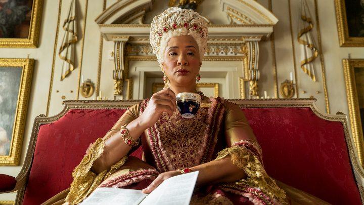 Bridgerton recenzia: Moderná dobová telenovela je oprávnený hit Netflixu